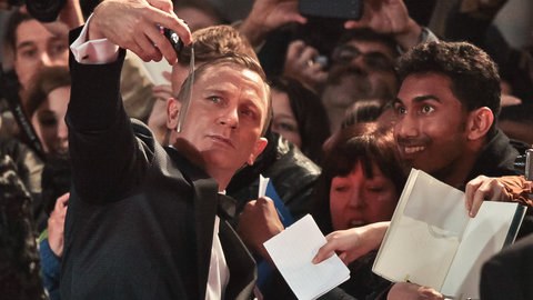 Watch live footage from the Royal World Premiere of SPECTRE 007