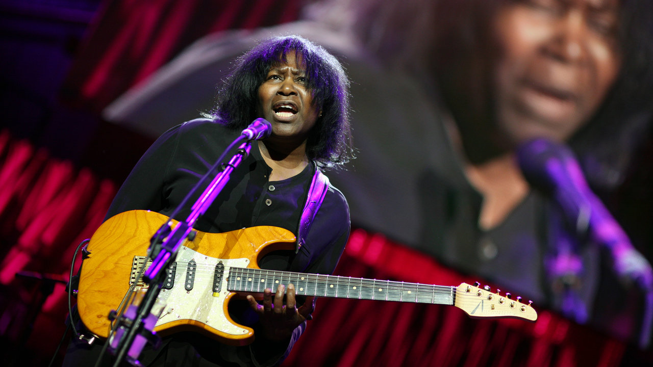 Photograph of Joan Armatrading performing for TCT at the Royal Albert Hall