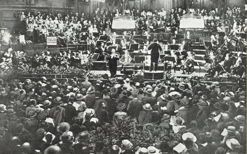 Sir Henry Wood conducts at the Queen's Hall, 1922